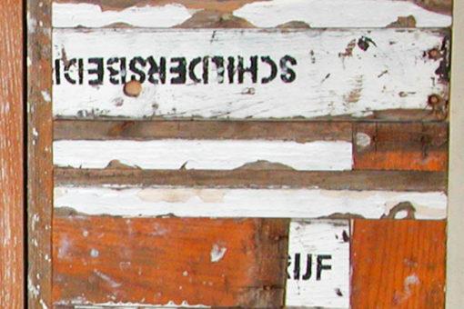 kastdeurtje van hergebruikt hout. O.a. van schilderstrap.